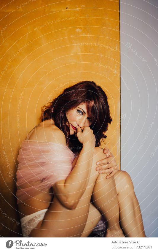 Sinnliche Frau mit rosa Schleier sinnlich Imkerschleier Deckung Körper träumen schlank schön Angebot Dessous sexy verführerisch traumhaft provokant attraktiv