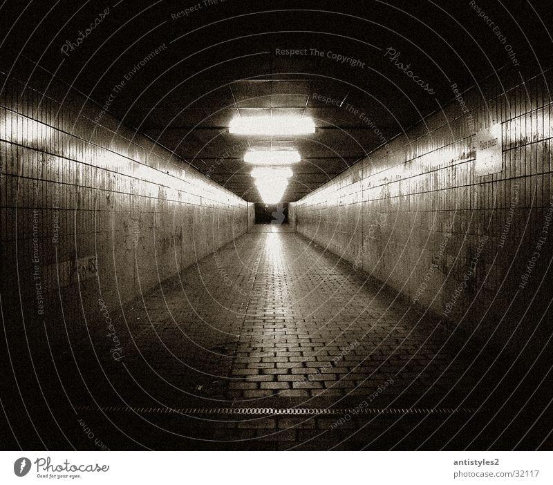 Tunnel Reflexion & Spiegelung Licht Architektur Ende Wege & Pfade