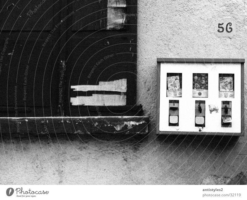 Chewing Gum alt Wand Fenster Dinge Kaugummi Automat Kaugummiautomat