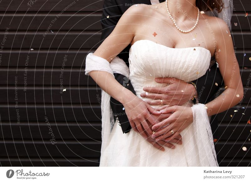 Gutes Bauchgefühl Freude schön Feste & Feiern Hochzeit Mensch Frau Erwachsene Mann Paar Leben Frauenbrust Arme 2 Bekleidung Kleid Anzug Brautkleid Brautschleier
