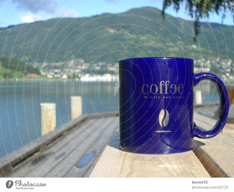 Norwegian Coffee Becher Tasse See Norwegen Ferien & Urlaub & Reisen Tiefenschärfe Gastronomie Kaffee blau goldene Schrift Berge u. Gebirge Sonne Tiefenunschärfe