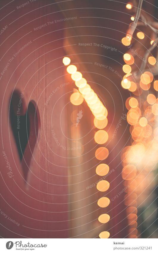 Herzgeglitzer Weihnachten & Advent rot gelb Holz Feste & Feiern Party glänzend leuchten Kreis Zeichen Punkt Toilette Loch Lichterkette