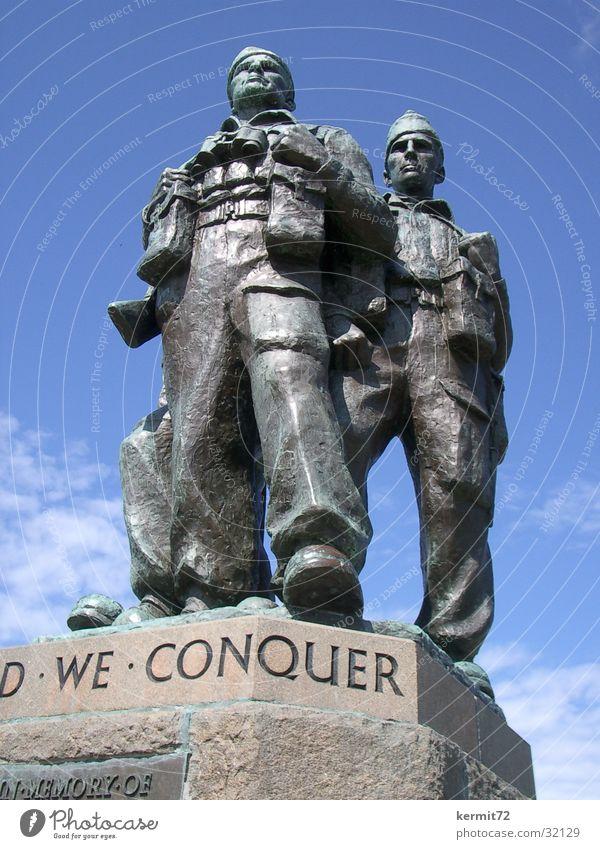 United we conquer Denkmal Soldat Bronze Statue bedrohlich Wahrzeichen Macht Kriegsdenkmal Eroberer Stein Kriegerdenkmal