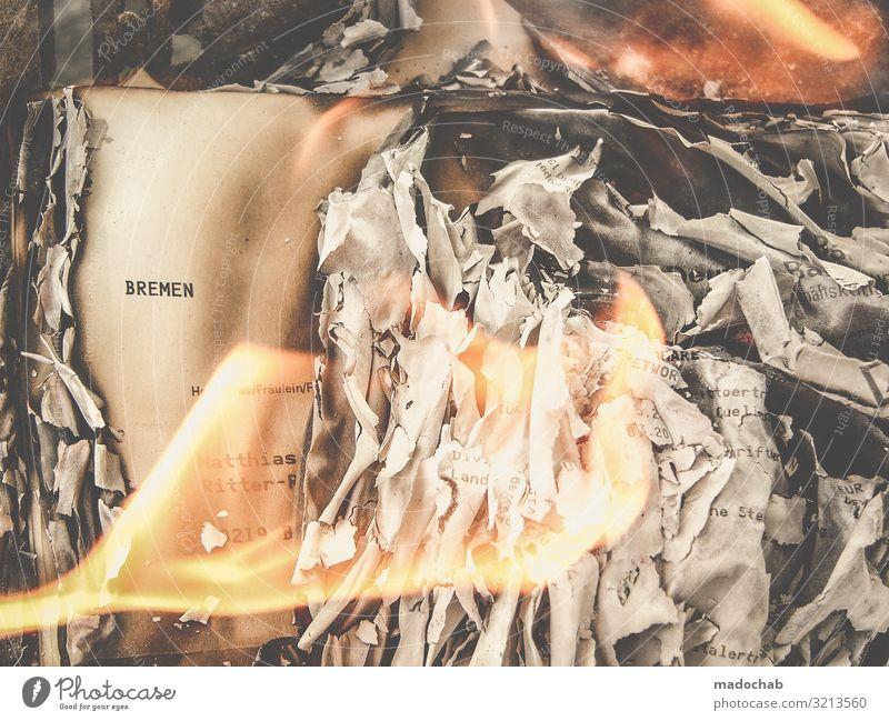 Burn after reading - Feuer Flammen Zerstörung Literatur Verlust Medien Printmedien Zeitung Zeitschrift Buch lesen Zeichen Schriftzeichen Warmherzigkeit