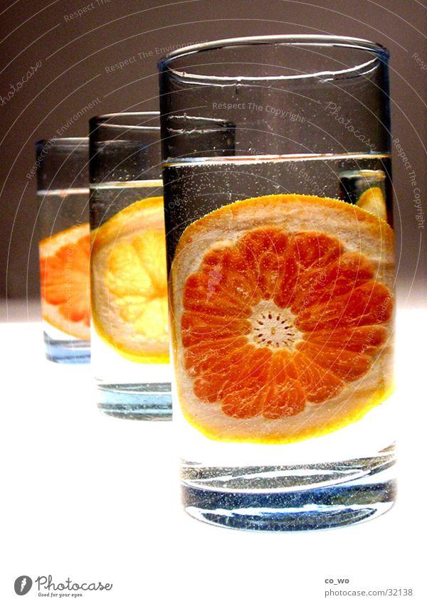 Südsee im Glas orange Getränk Bar Reihe Alkohol Cocktail Zitrone Frucht