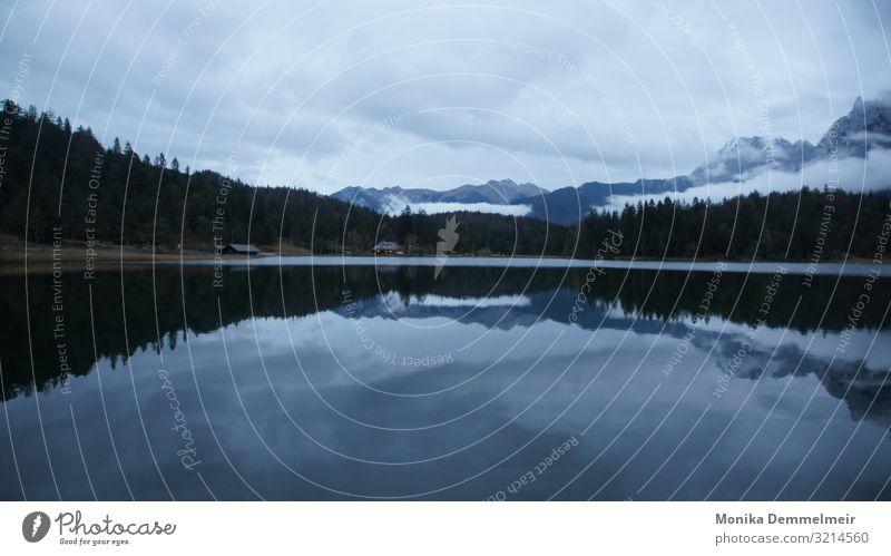 Bergseeliebe See Wasser ruhig Reflexion & Spiegelung Natur Landschaft Außenaufnahme Menschenleer Farbfoto Seeufer Idylle Erholung Wasseroberfläche Himmel