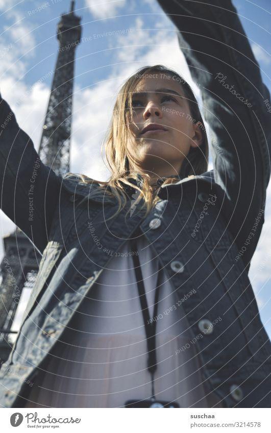 selfie in paris (2) Kind Mädchen Ferien & Urlaub & Reisen Ausflug Stadt Paris Tour d'Eiffel Frankreich Ausland Tourist Tourismus Selfie Fotografie Handy