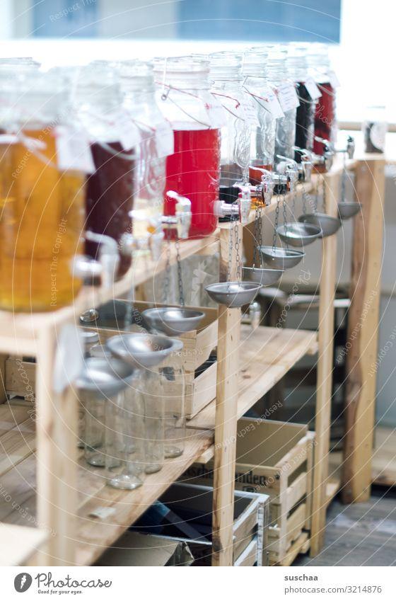 selbst abfüllen Glasbehälter Likör Ladengeschäft Geschäft Selbstbedienung Spirituosen Getränk Alkohol nachhaltig ohne Verpackung unverpackt Regal ökologisch