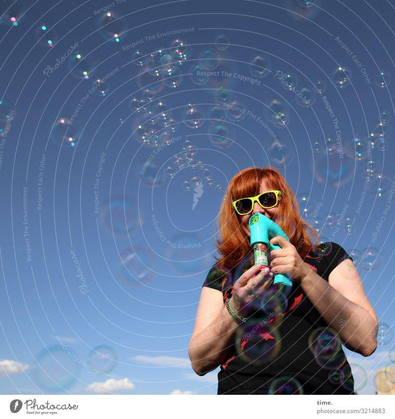 bubblemaker Frau Mensch Himmel Wolken Freude Erwachsene Leben lustig feminin Bewegung lachen Glück Spielen Stimmung Dekoration & Verzierung stehen