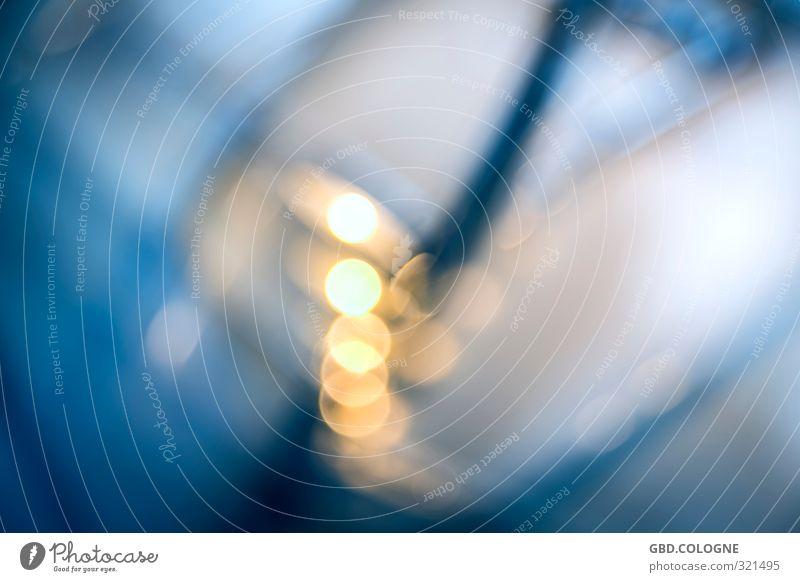 """Background """"Lightdrops"""" Kunst modern blau gelb gold Hintergrundbild Hintergrundbeleuchtung Lichtspiel Lichterkette Farbfoto mehrfarbig Innenaufnahme"""