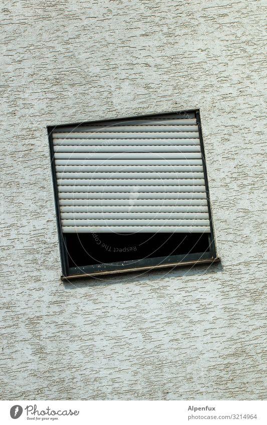 schräge Ansicht Ruine Mauer Wand Fenster alt eckig kaputt trist gewissenhaft Neugier Trägheit falsch Alkoholsucht Drogensucht anstrengen geheimnisvoll Hoffnung