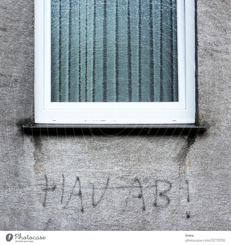 Ausladung | Geschriebenes Haus Mauer Wand Fenster Stein Beton Schriftzeichen Graffiti dunkel Gefühle Stimmung Leben Überraschung Stress Nervosität Wut Ärger