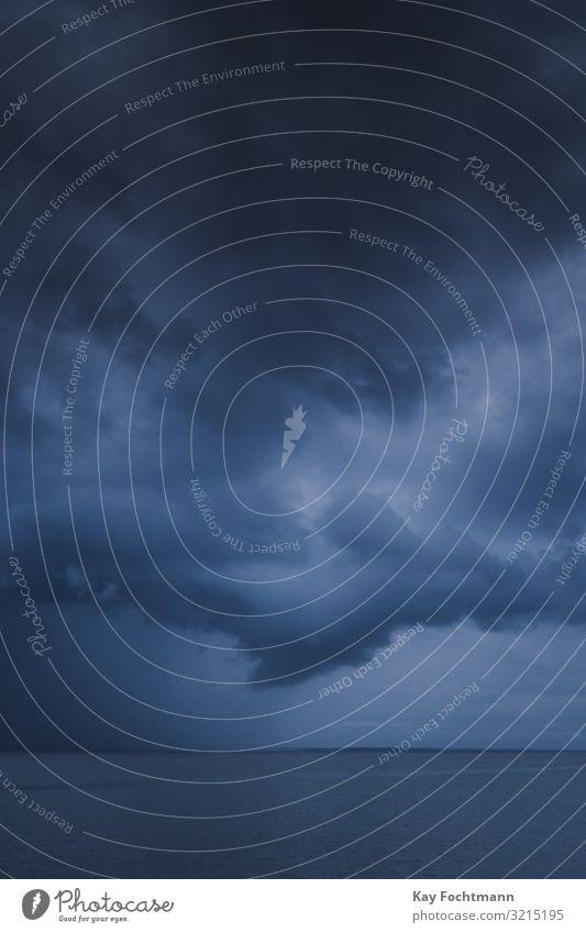 dramatischer Himmel während eines Gewitters auf dem Fluss Amazonas Atmosphäre Belém blau Brasilien Klima Cloud wolkig Kumulus dunkel Dunkelheit Umwelt extrem