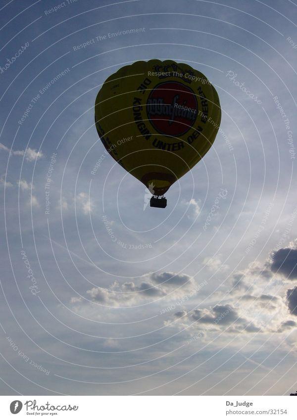 Ballonfahrt 003 Sonne Ferien & Urlaub & Reisen Wolken Luft Luftverkehr Ballone unterwegs