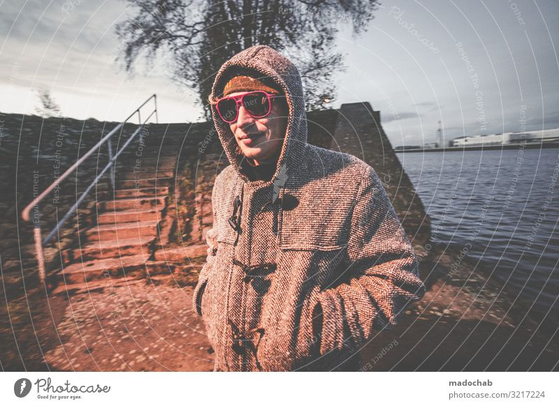 Portrait mit Sonnenbrille Mensch maskulin Junger Mann Jugendliche Erwachsene Leben 1 frech trendy kalt Stadt Stimmung Glück Fröhlichkeit Lebensfreude