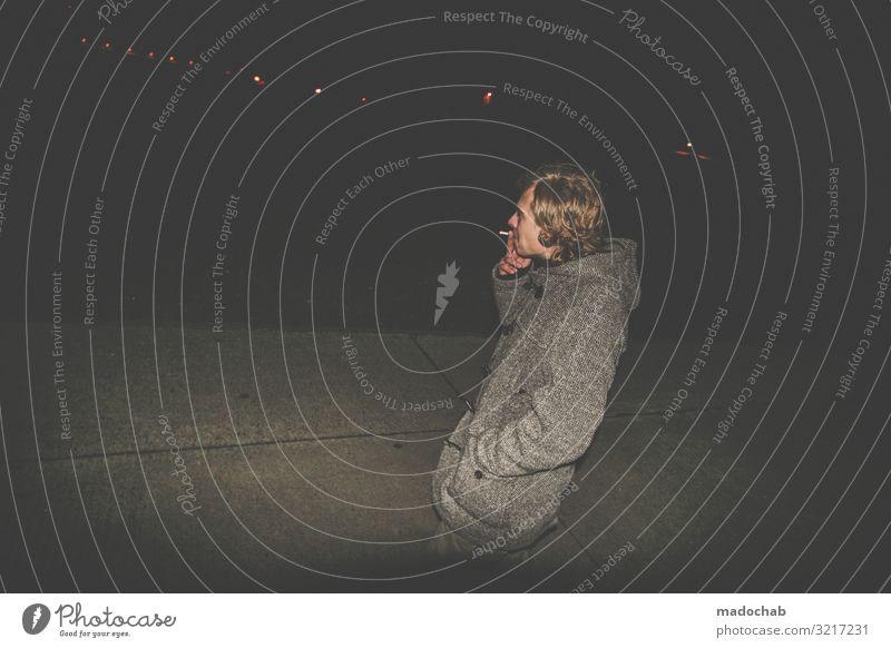Landebahn Mann Raucher rauchen dunkel abends portrait trashig Lichter Junger Mann Jugendliche Rauchen Porträt Coolness 18-30 Jahre Zigarette Außenaufnahme Urban