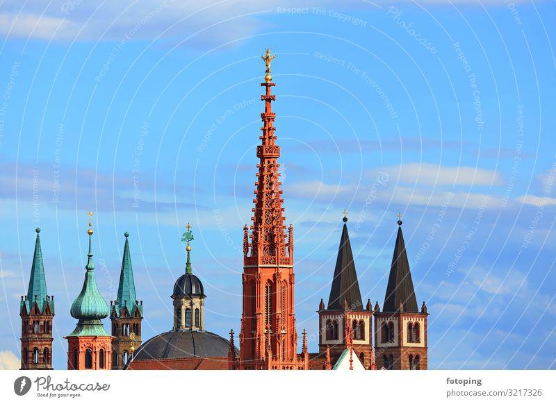 Würzburg Tourismus Ausflug Sightseeing Städtereise Sonne Wetter Schönes Wetter Stadt Hauptstadt Stadtzentrum Altstadt Skyline Kirche Dom Turm Bauwerk