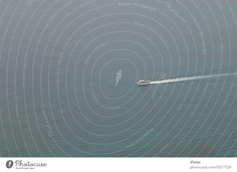 Segelndes Schiff. El Río. Haría. Lanzarote [Lanzarote]. Kanarische Inseln. Spanien. Meer Schifffahrt Bootsfahrt Wasserfahrzeug maritim Farbe Atlantik Kanaren