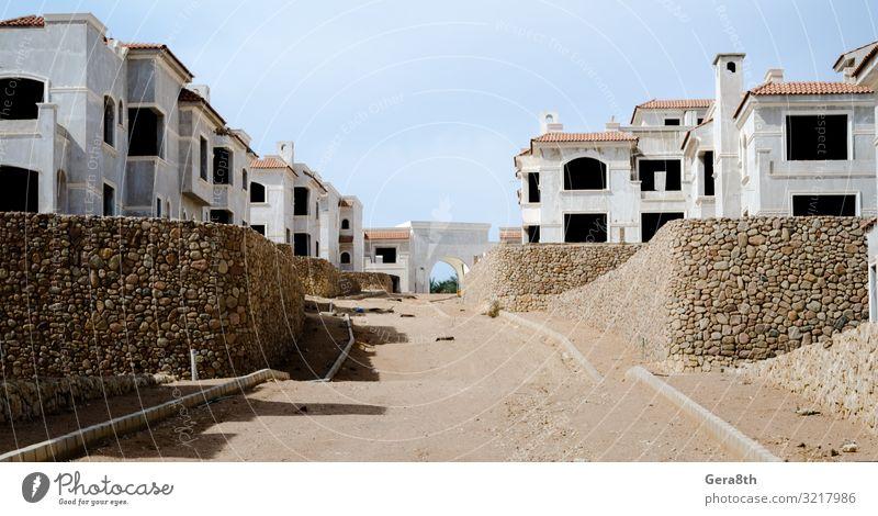 leere Straßen und verlassene Häuser in Sharm El Sheikh Ägypten Haus Gebäude Dach Stein Einsamkeit Verlassen verlassene Stadt leere Stadt urban Wände Fenster