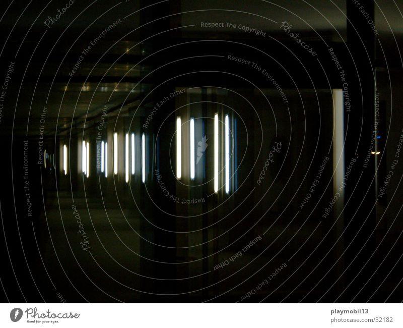 galerie hafen schwarz Stimmung Architektur ästhetisch Neonlicht geschmackvoll Installationen Fluchtpunkt Staffelung