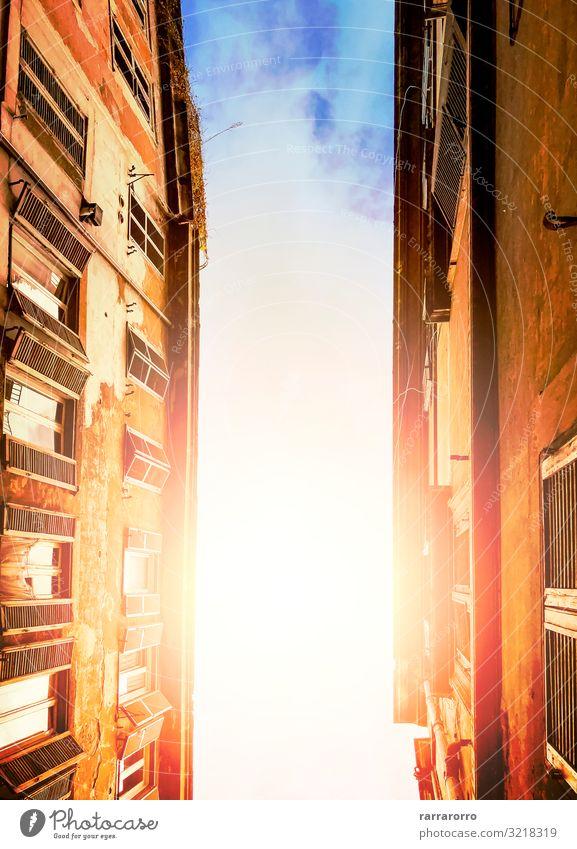 leuchtend bewölkter Sonnenhimmel durch Gebäude hindurch gesehen Ferien & Urlaub & Reisen Tourismus Kultur Himmel Wolken Stadt Hauptstadt Stadtzentrum Skyline