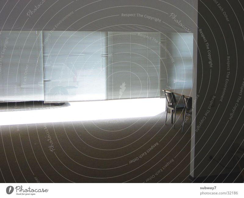 Büroraum Sitzung Tisch Arbeit & Erwerbstätigkeit leer Licht Jalousie Teppich Dienstleistungsgewerbe Köln Stuhl Beruf Besprechung Sonne Schatten