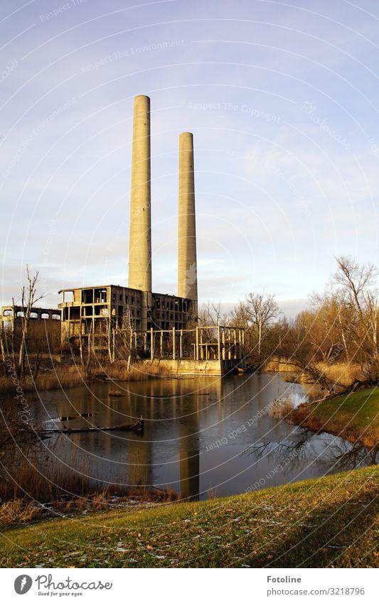 Altes Kraftwerk Umwelt Natur Landschaft Pflanze Urelemente Erde Wasser Himmel Wolken Winter Baum Gras Wiese See Menschenleer Haus Industrieanlage Fabrik Ruine