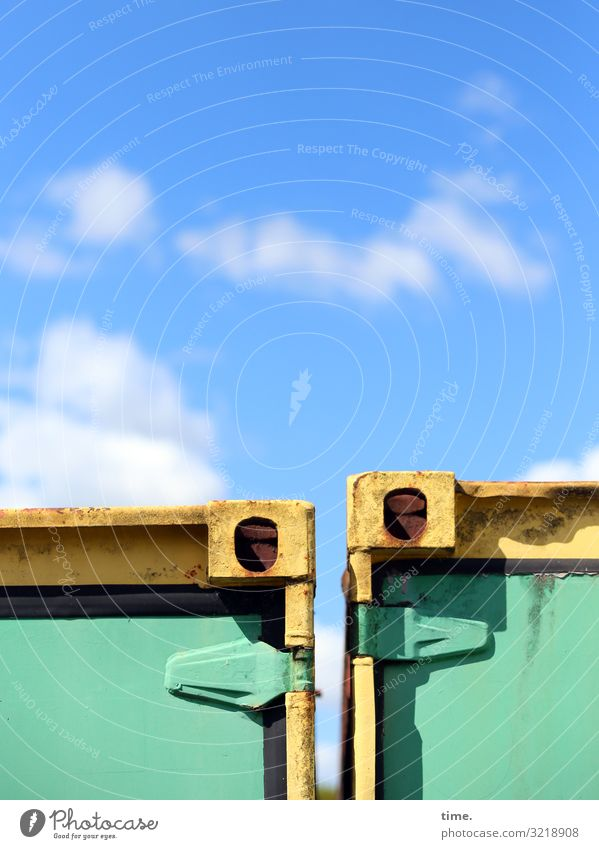 Partnerlook Himmel blau grün Wolken gelb Zusammensein Freundschaft Stimmung Design Metall Kommunizieren Perspektive Schönes Wetter entdecken