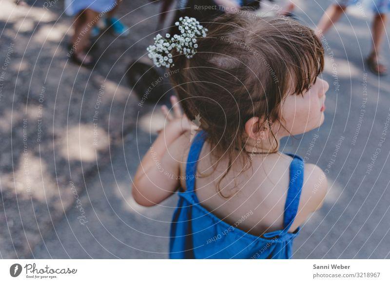 Blumenmädchen Spielen Abenteuer Sommer Sonne Feste & Feiern Hochzeit feminin Kind Mädchen Kindheit Kopf Haare & Frisuren 1 Mensch 1-3 Jahre Kleinkind