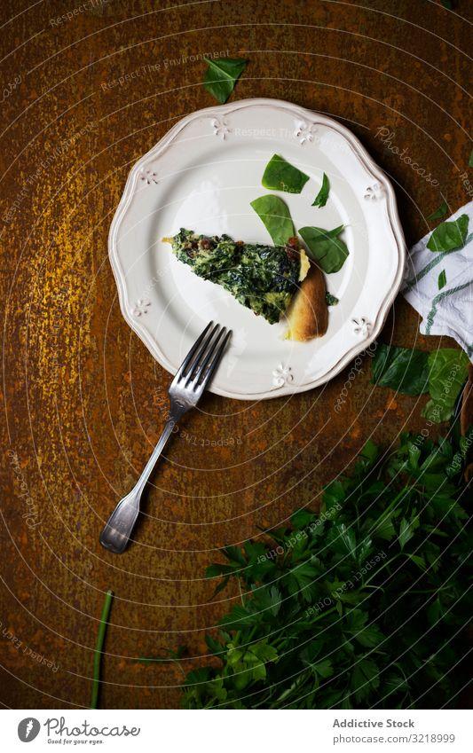 Veganes Gericht mit Petersilie Speise Veganer Teller Tisch Gabel Kraut frisch Portion schäbig rustikal verwittert Mahlzeit Gesundheit Abendessen Mittagessen