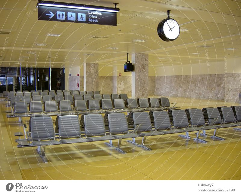 Abflug2 gelb Flugzeug Schilder & Markierungen Europa Luftverkehr Bank Stuhl Uhr Flughafen Sitzgelegenheit Abheben Abflughalle