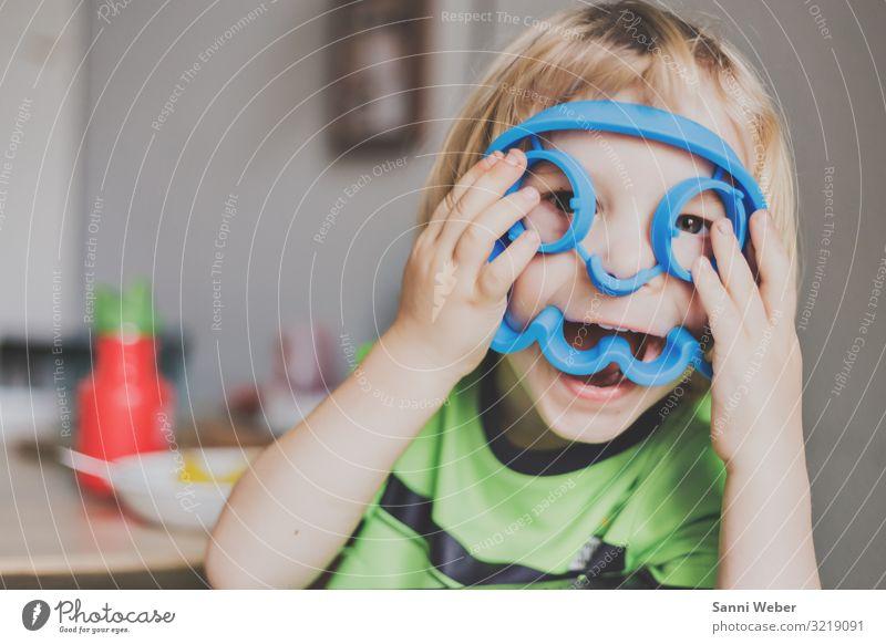 Kinder Masken Kleinkind Junge Bruder Kindheit Leben 1 Mensch 3-8 Jahre glänzend genießen lachen blond frech Freundlichkeit Fröhlichkeit lustig natürlich wild