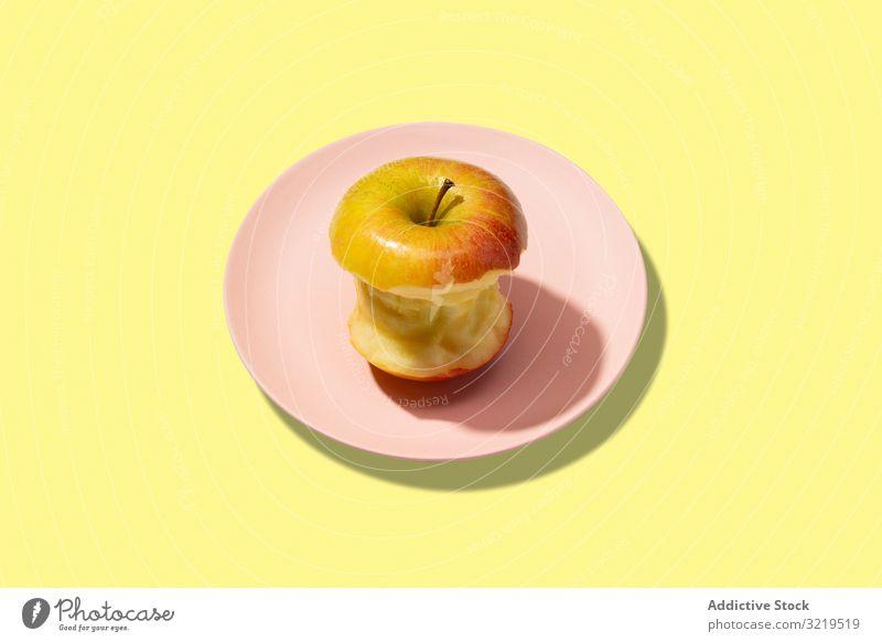 Bunter, frisch gebissener Apfel Frucht Hintergrund reif Sommer Lebensmittel Konzept Farbe sehr wenige Vegetarier Muster flach Vitamin Gesundheit legen abstrakt