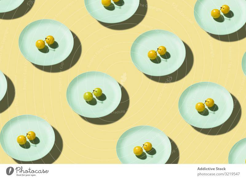 Frische Mirabellenfrucht aus gelben Pflaumen im Teller Ackerbau Beeren Kirschpflaume lecker Dessert Diät Essen Lebensmittel frisch Frucht Feinschmecker