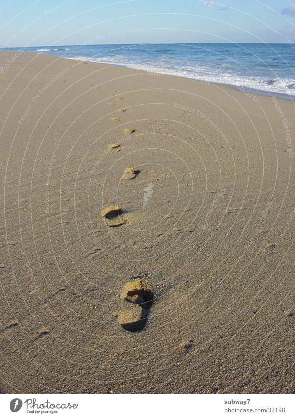 Spaziergang am Meer Strand Fußspur Ferien & Urlaub & Reisen Spanien Wellen Brandung Freizeit & Hobby ruhig Erholung gehen wandern Europa Küste Sommer Spuren