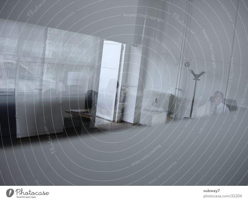 Bürofenster Sitzung Tisch Arbeit & Erwerbstätigkeit leer Licht Jalousie Teppich Mann Reflexion & Spiegelung Dienstleistungsgewerbe Köln Stuhl Beruf Besprechung