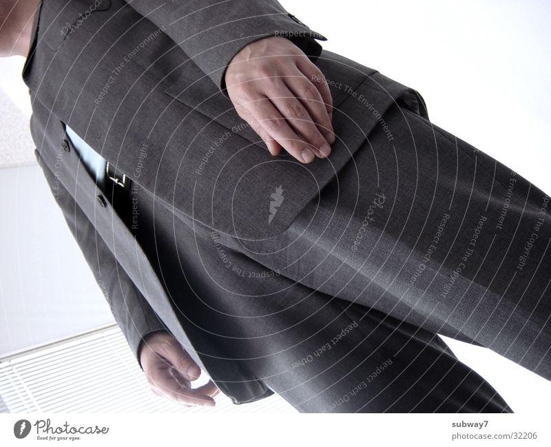 Bürohengst Mann Anzug stehen grau weiß Arbeit & Erwerbstätigkeit Krawatte Hose Jacke Gürtel Zeit Mitarbeiter Agentur Mensch Dienstleistungsgewerbe Jacket Beruf