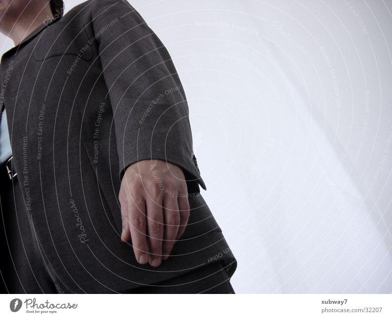 Bürohengst geht weg Mann Anzug stehen grau weiß Arbeit & Erwerbstätigkeit Krawatte Hose Jacke Gürtel Zeit Hand Mitarbeiter Agentur Dienstleistungsgewerbe Jacket