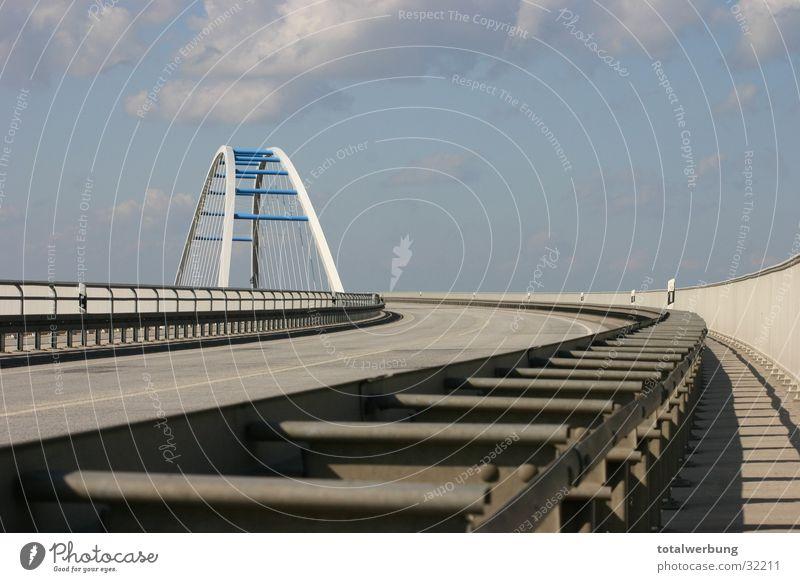 Elbbrücke Leitplanke Brücke Straße Elbe Himmel