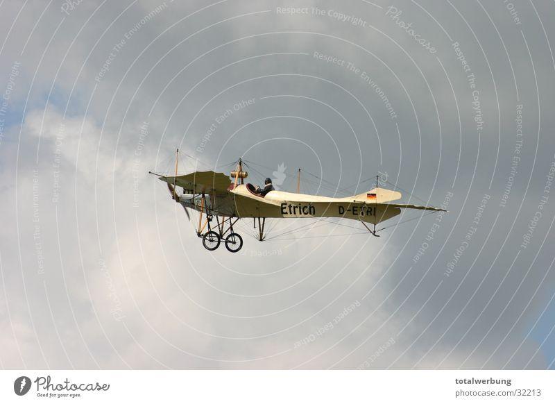 Etrich Taube im Wolkenflug alt Wolken Flugzeug Luftverkehr Taube Oldtimer
