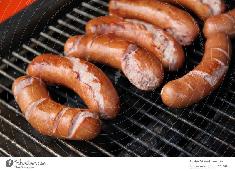 Angrillen Lebensmittel Wurstwaren Ernährung Mittagessen Gesunde Ernährung Sommer Sommerurlaub Party Feste & Feiern Essen Grill Metall liegen dick Duft lecker
