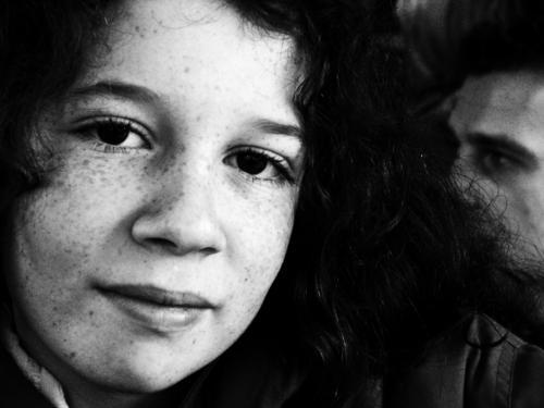Blicke Mensch Jugendliche Mann Junge Frau schön Mädchen Gesicht Erwachsene 13-18 Jahre Lächeln gefährlich einzigartig Freundlichkeit Locken Sommersprossen