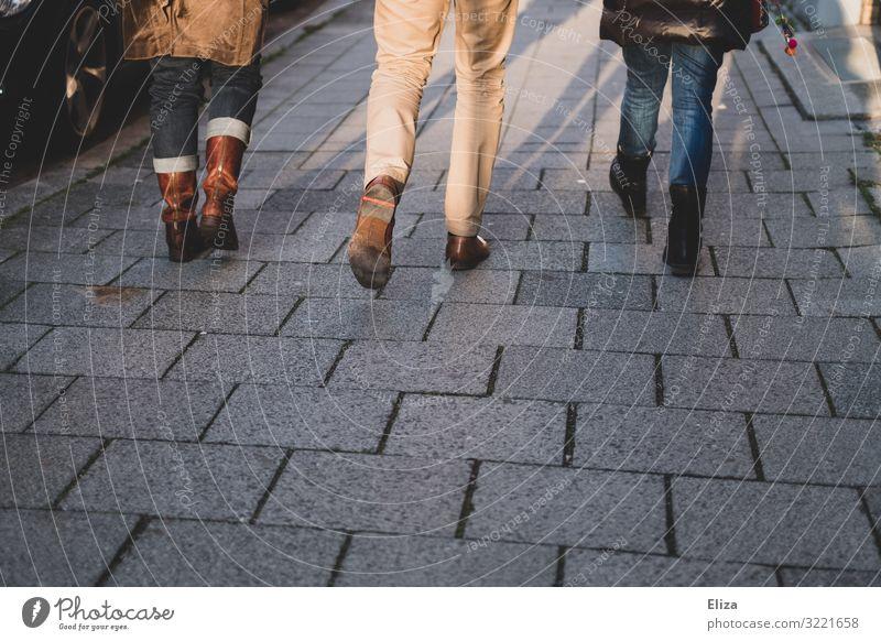 Sind unterwegs Mensch Jugendliche Sonne 18-30 Jahre Beine Erwachsene Herbst Wege & Pfade feminin Familie & Verwandtschaft Freundschaft gehen maskulin