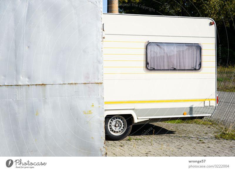 Halbe Sachen | Kurzurlaub Ferien & Urlaub & Reisen weiß gelb Freiheit grau Häusliches Leben Freizeit & Hobby Mobilität eckig Camping parken Selbstständigkeit