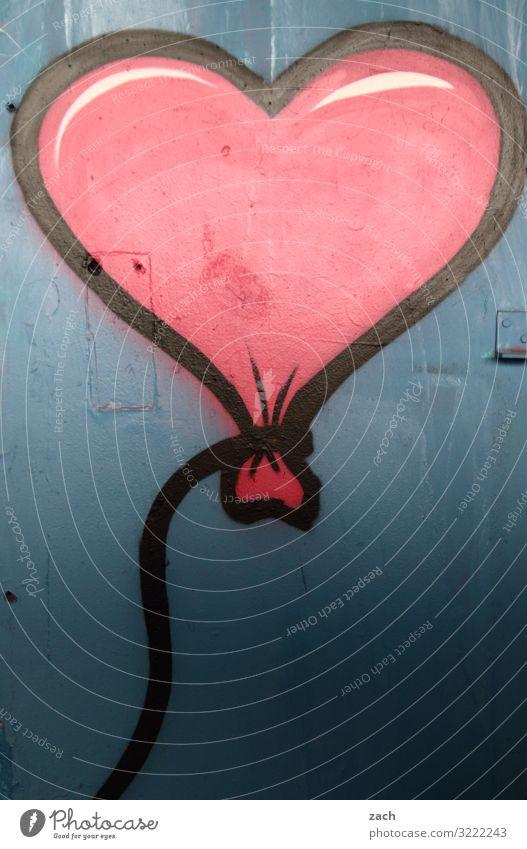 Luft und Liebe Stadt Stadtzentrum Mauer Wand Fassade Luftballon Zeichen Ornament Graffiti Herz fliegen blau rot Lebensfreude Sympathie Freundschaft Verliebtheit