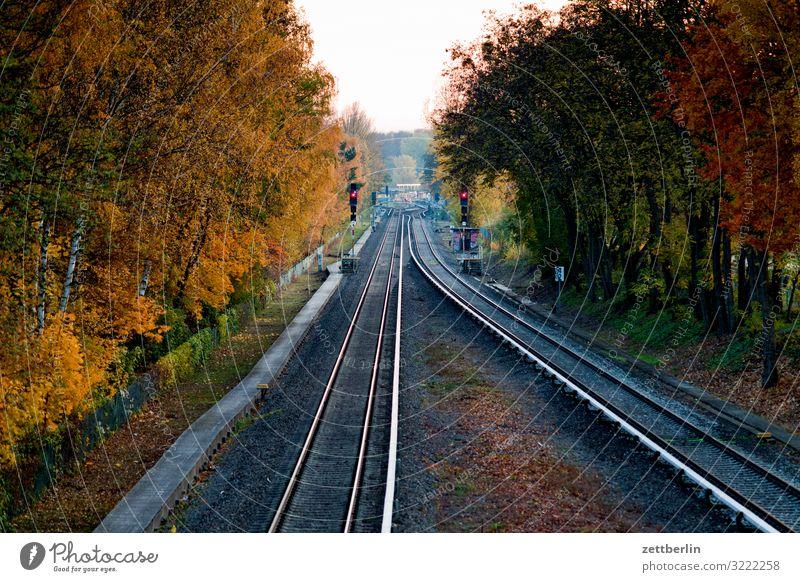 S26 nach Teltow Abend Bahnhof Dämmerung Feierabend Berufsverkehr Öffentlicher Personennahverkehr S-Bahn Gleise Stadt Güterverkehr & Logistik Personenverkehr