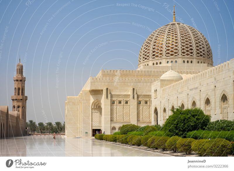 Sultan Qaboos Moschee in Muscat Ferien & Urlaub & Reisen Wahrzeichen Kunstwerk Sommer Maskat Oman Naher und Mittlerer Osten Palast Platz Sehenswürdigkeit