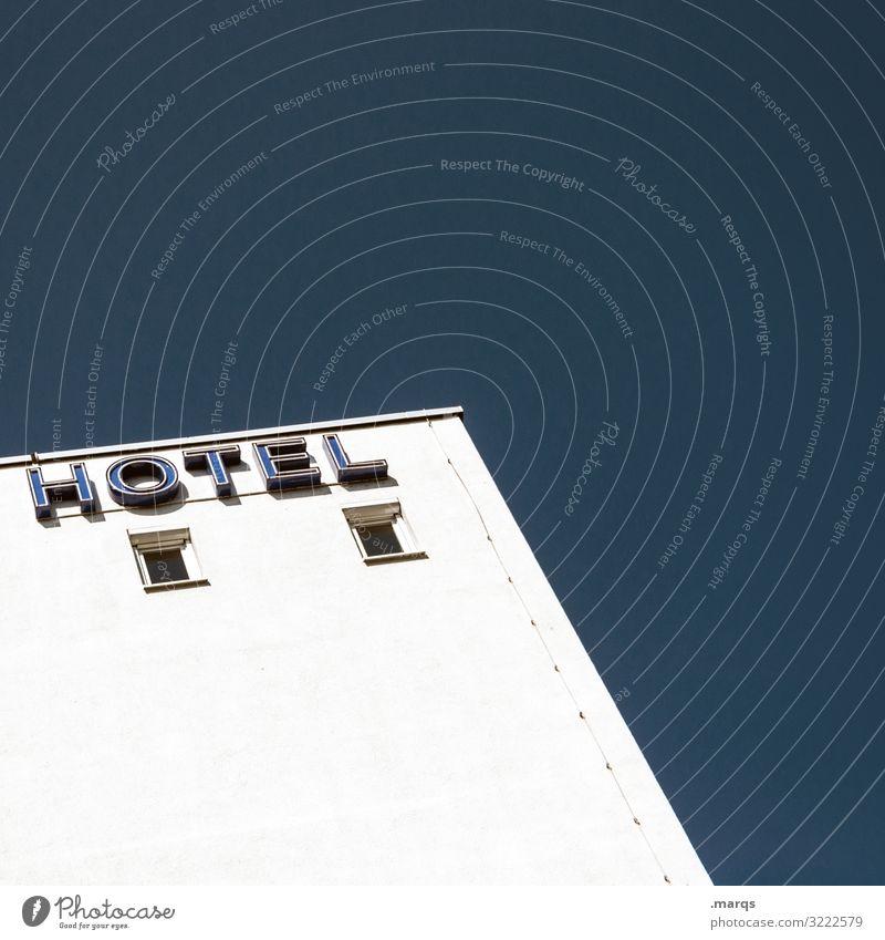 HOTEL Ferien & Urlaub & Reisen Tourismus Wolkenloser Himmel Gebäude Hotel Fenster Schriftzeichen einfach hell modern blau weiß Farbfoto Außenaufnahme