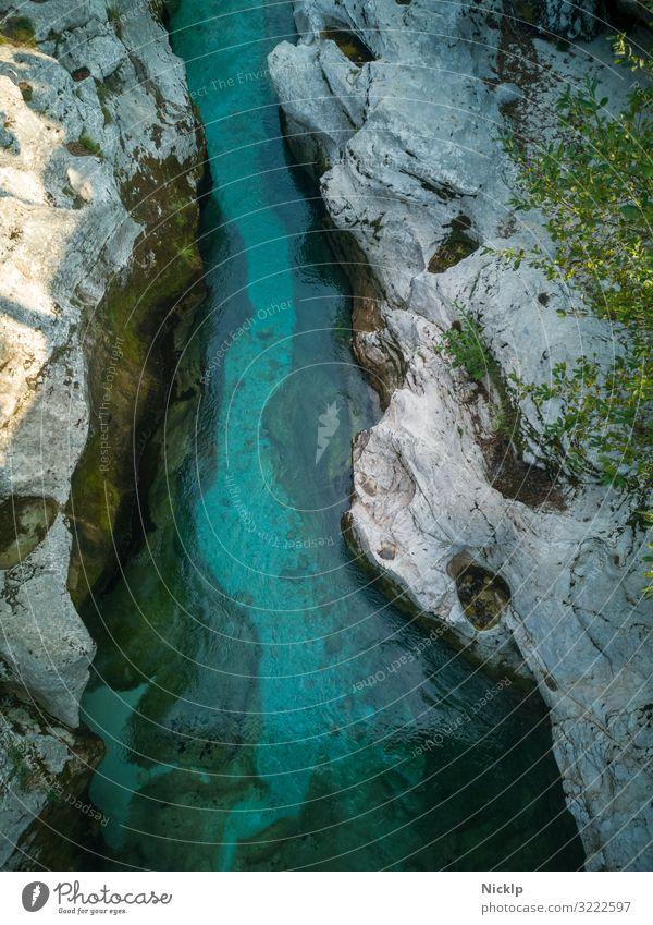 Slowenien Fluß mit klarem, türkis blauem Wasser im Sandsteingebirge - Mala Korita Soce, Soca Tal, Triglav National Park mala korita alpe adria trail