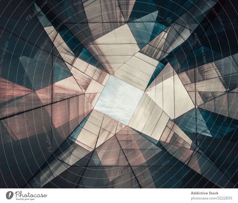 Runde, rechteckige, geometrisch reflektierende Gebäudedecke Zimmerdecke futuristisch abstrakt Architektur urban Barcelona Spanien Finanzen Konstruktion Struktur